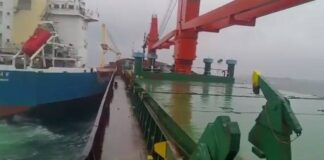 Assistir a General Cargo ships Collision due to Anchor Dragging in Rough Sea