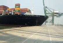 Assistir a Container ship collide with jetty at JNPT Mumbai Port