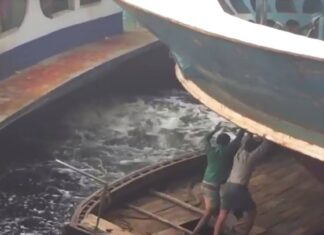 Assistir a Crazy Boat Terminal in Bangladesh