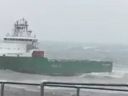 Assistir a Offshore Vessel in Rough Sea