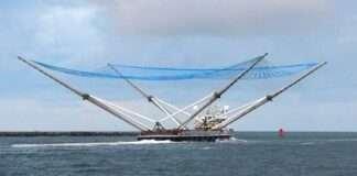 SpaceX divulga vídeo de barco capturando pedaço de foguete